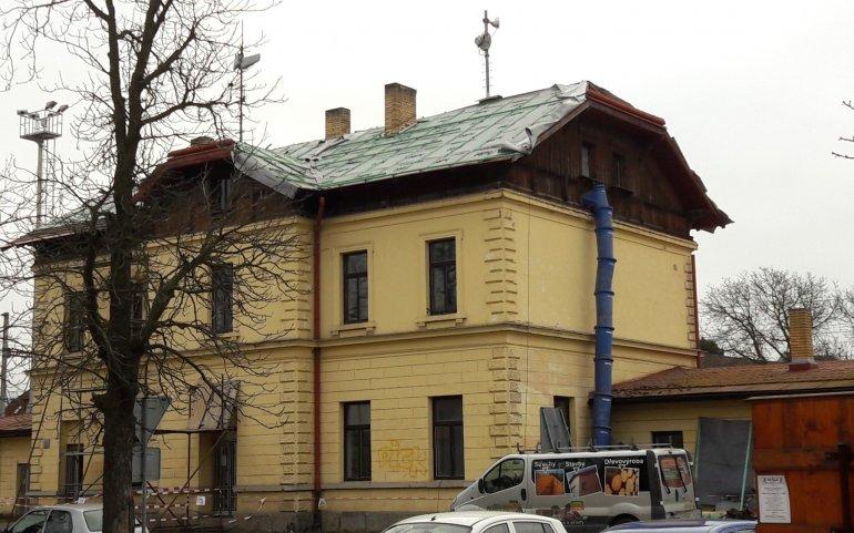 Oprava střechy - nádraží Starý Plzenec