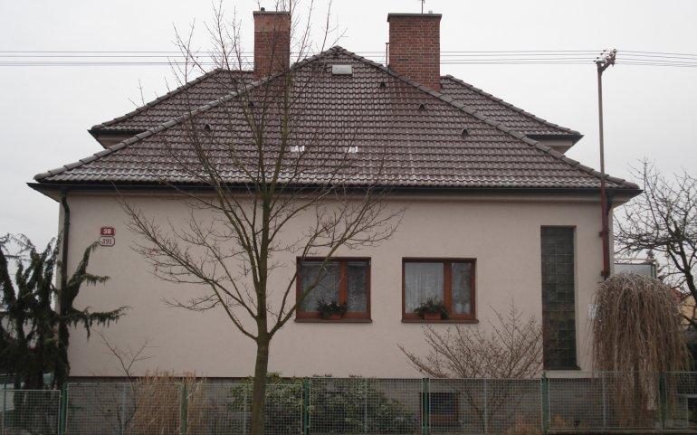 Střecha rodinného domu - boční pohled
