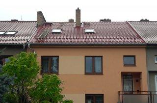 Střecha řadového domu Plzeň