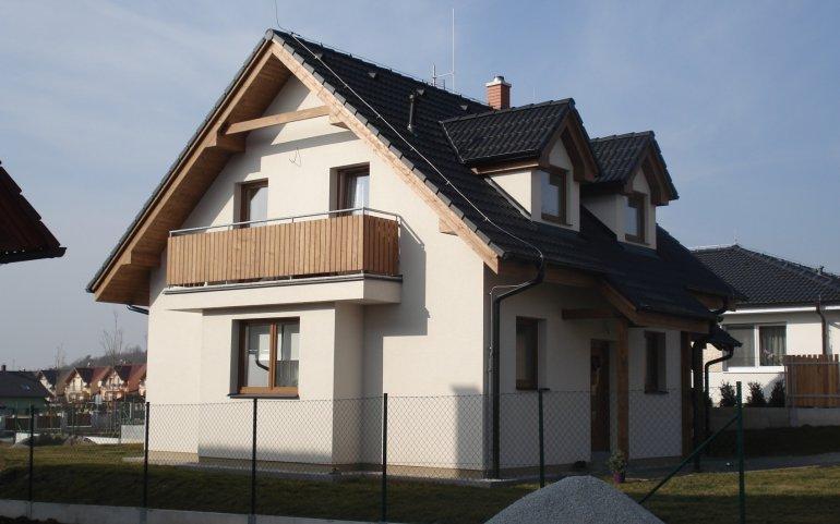 Střecha rodinného domu v Losiné - boční pohled