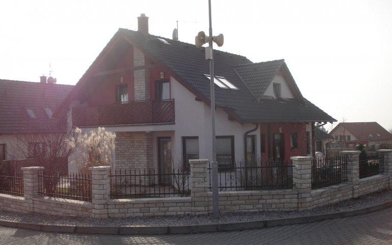 Střecha domu v Losiné