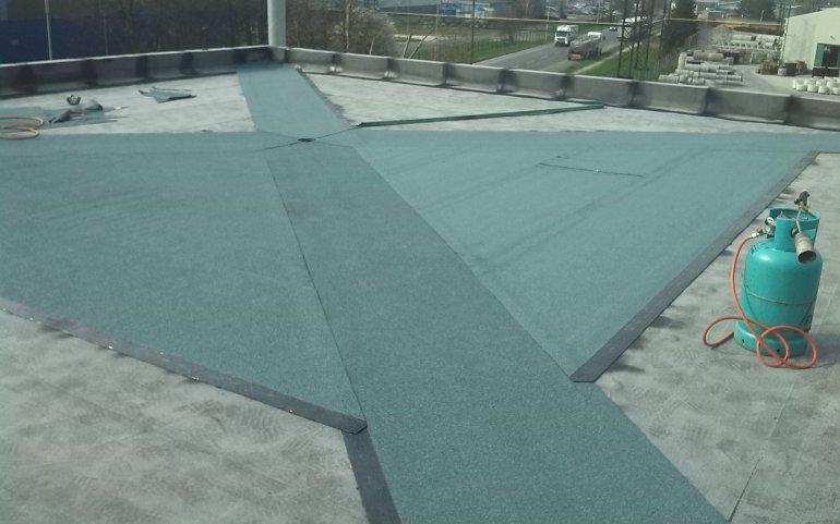 Dodávka a montáž asfaltové střechy