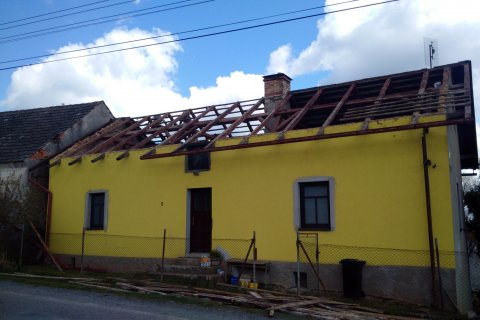 Rekonstrukce střechy - Lomnička