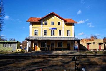 Střecha a fasáda nádraží ČD - Bělá nad Radbuzou