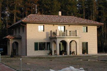 Střechy 3 rodinných domů v Třemošné